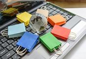 Einkaufstüten auf Tastatur