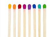 Streichhölzer in Regenbogenfarb