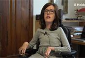 Ausschnitte aus einem der Videos: Junge Frau mit Behinderung